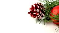 red christmas ball mit Zapfen