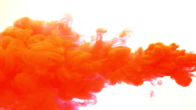 Roter Tinte in Wasser-Slow-Motion