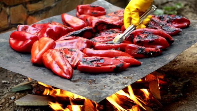 MONTAGE: paprika grill