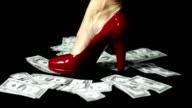 Scarpa da donna rossa in denaro