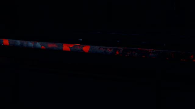 Glühenden Stahlträger im Stahlwerk