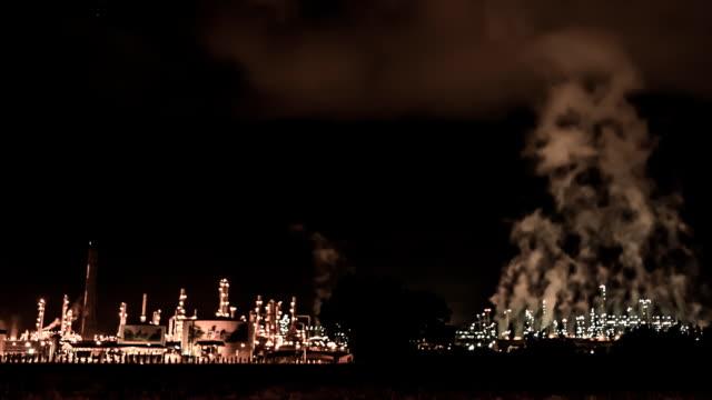 Raffinerie bei Nacht Szene Zeitraffer
