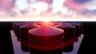 De Tanks van raffinaderijen bij zonsondergang