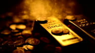 LOOPABLE: Reflections on gold