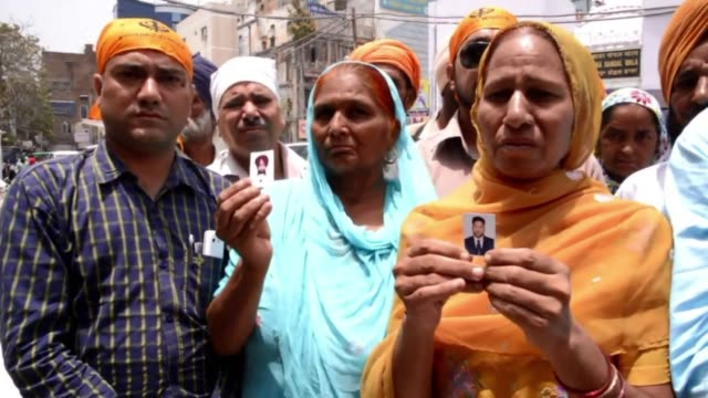 Relatives of Indian workers abducted in in violence torn Iraq have prayed for their release at the Golden Temple in Amritsar
