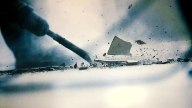 Zeitlupe Entfernen der Fliesen mit Presslufthammer