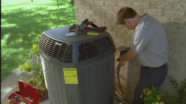SLO MO HA ZI CU Repair man installing air conditioning unit / Austin, Texas, USA