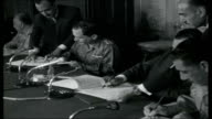 Middle East Crisis Egypt INT President Nasser of Egypt into meeting with King Hussein of Jordan Nasser and Hussein sitting at press conference Close...