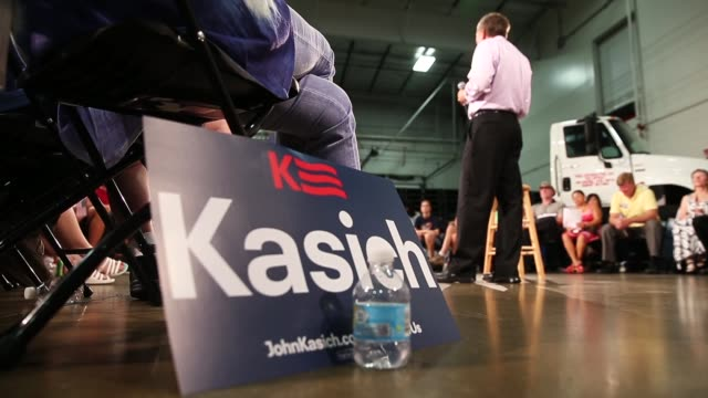Republican presidential candidate Ohio Governor John Kasich speaks to guests gathered for a town hall meeting at Doll Distributing on July 24 2015 in...