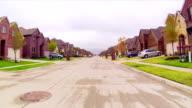 estate strada residenziale in
