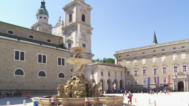 TILT UP Residenzplatz in Salzburg and the Residenzbrunnen Fountain in Front of the Cathedral