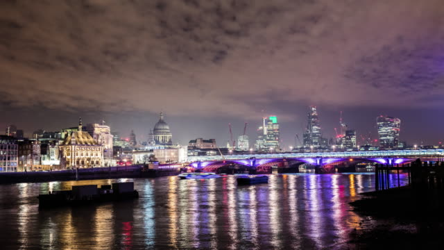 T/L River Thames at night
