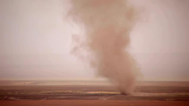 Road und desert storm in der Provinz Gansu, China