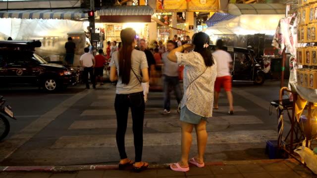Road in Chiang Mai, Thailand-Stadt bei Nacht, Zeitraffer