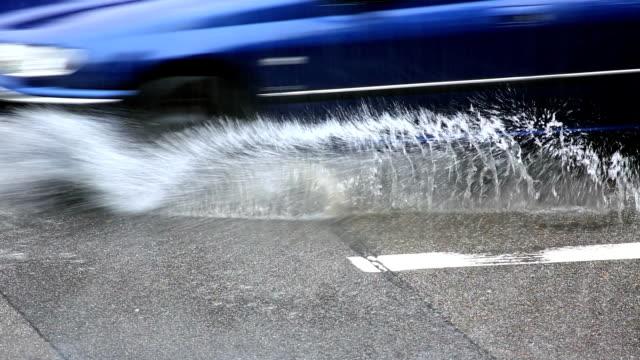 Der Straßenverkehr in Regen, Nahaufnahme