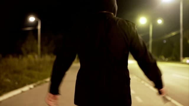 Rånaren flyr från polisen