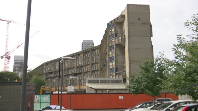 Robin Hood Gardens estate hailed as example of Brutalist architecture ENGLAND London Poplar EXT GVs Robin Hood Gardens estate with boarding around Dr...