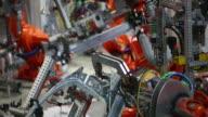 Roboter Schweißen auf dem Auto-Medium Shot