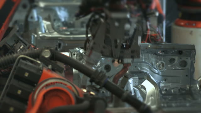 T/L Robots Welding On Car Body