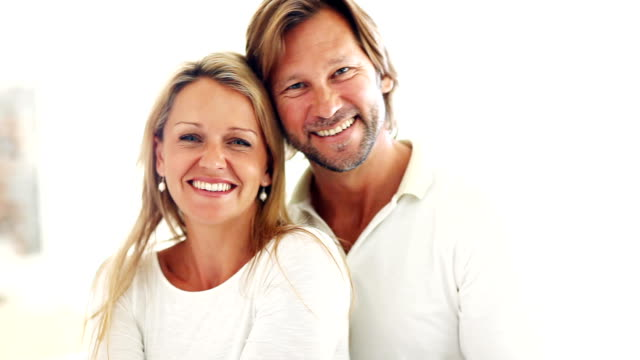 Romantica coppia sorridente