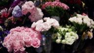 Romantische Blumen vor einem Blumenladen