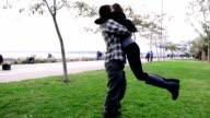 Romantische Junges Paar Umarmen in Istanbul