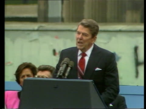Ronald Regan speech at the Berlin Wall WEST GERMANY West Berlin Brandenburg Gate President Ronald Reagan and wife Nancy LR up steps to platform and...