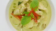 rotating  green curry chicken