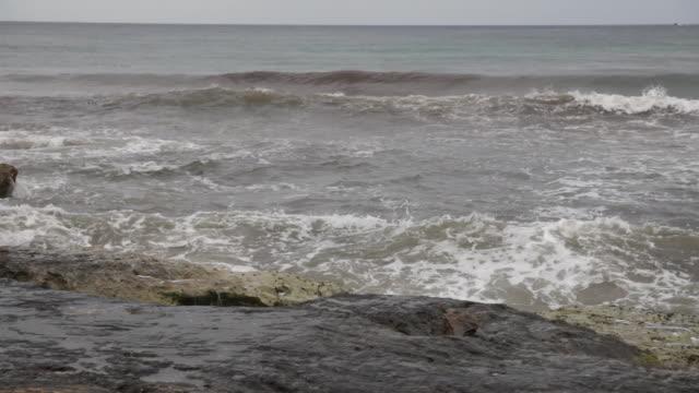 Grov sjö hotting klippiga kusten