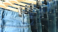 Reihe von wunderbar blue jeans