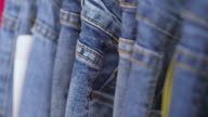 Zeile der erhängten Blue Jeans Dolly erschossen