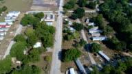 Een rij van huizen geduwd in een stapel van stijgende water in de zone van de La Grange, Texas kleine stad Gulf Coast schade van Orkaan Harvey Path of Destruction.