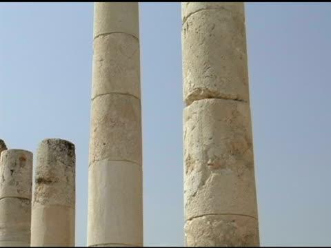 Zeile der römischen Säulen
