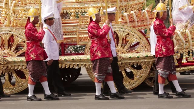 Royal Guards walk alongside the Royal Chariot which carries the Royal Urn as it passes the Grand Place during the cremation procession for the late...