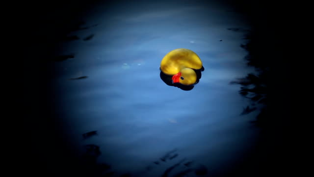 Rubber Duck drives dead in the water