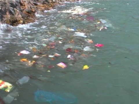 rubbish at sea