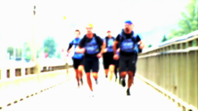 HD LOOP: Runners On The Bridge
