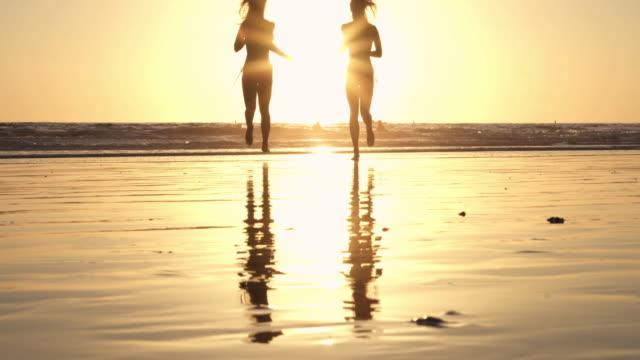 Läuft Beach blonde Twin Sonnenuntergang California Santa Monica SantaMonicaVideo