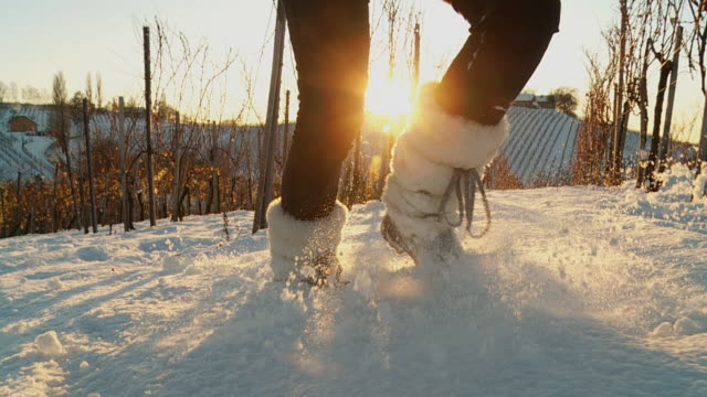 HD SLOW-MOTION: Running In The Snow
