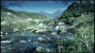 Esecuzione Fiume nel paesaggio naturale Rocciose