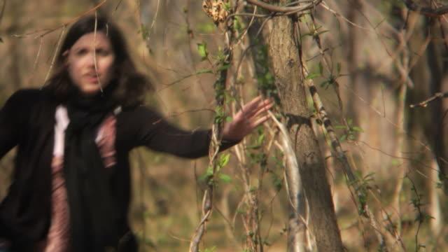 MONTAGGIO HD: Correre attraverso il bosco