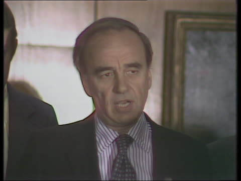 Rupert Murdoch announces agreement with print unions during the Wapping dispute and talks to a reporter about the use of new printing technology...