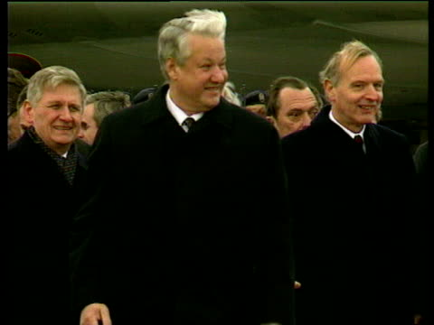Russian President Boris Yeltsin waves as he arrives at Bonn airport 21 Nov 91