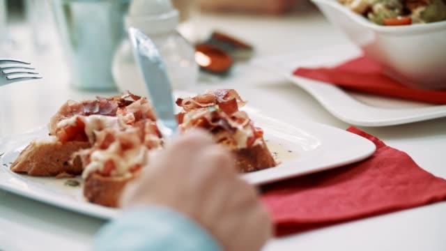 Rustieke broodjes op de plaat