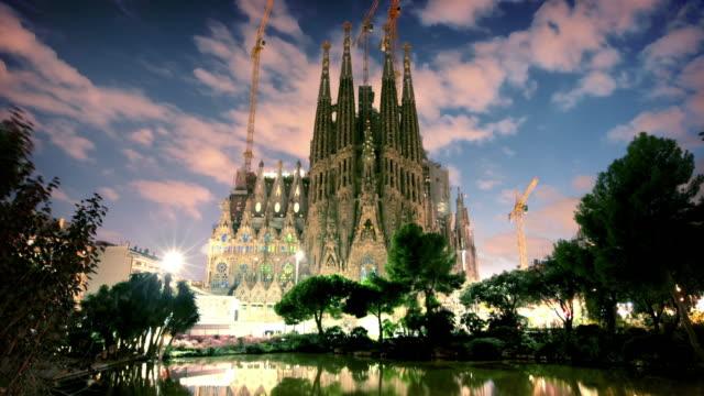 Sagrada Familia in de schemering, Barcelona, Spanje Spanje