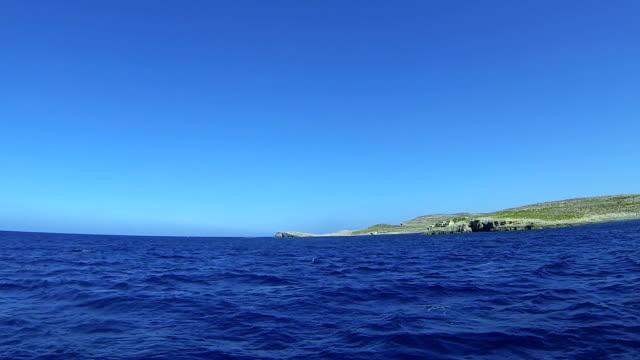 Segeln Sie in die blauen Meer