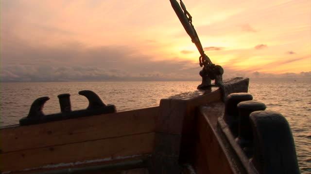 HD: Barca a vela nel tramonto