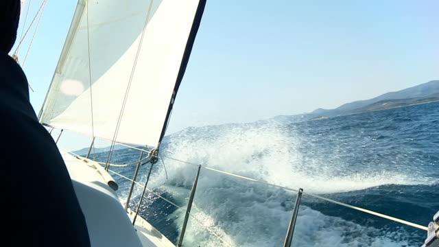 HD RALLENTATORE: Navigando i mare