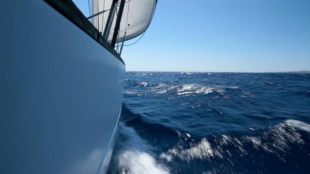 HD: Sailing through the waves