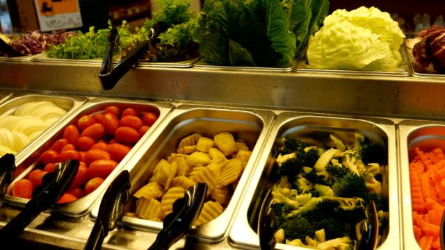 Salate und Bars